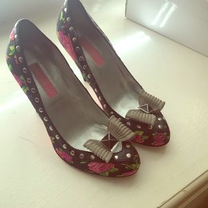 Bestsy Johnson Floral Heel